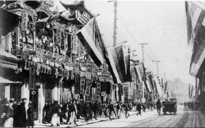 Nanjing Road in Shanghai after the 1911 Xinhai Revolution, full of the Five-Races-Under-One-Union flags then used by the revolutionaries.
